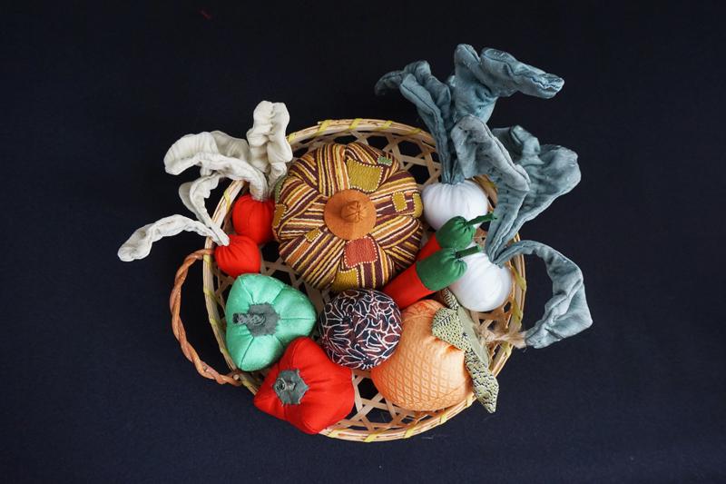 着物、和服の古布人形「野菜の詰め合わせ」 - 画像3