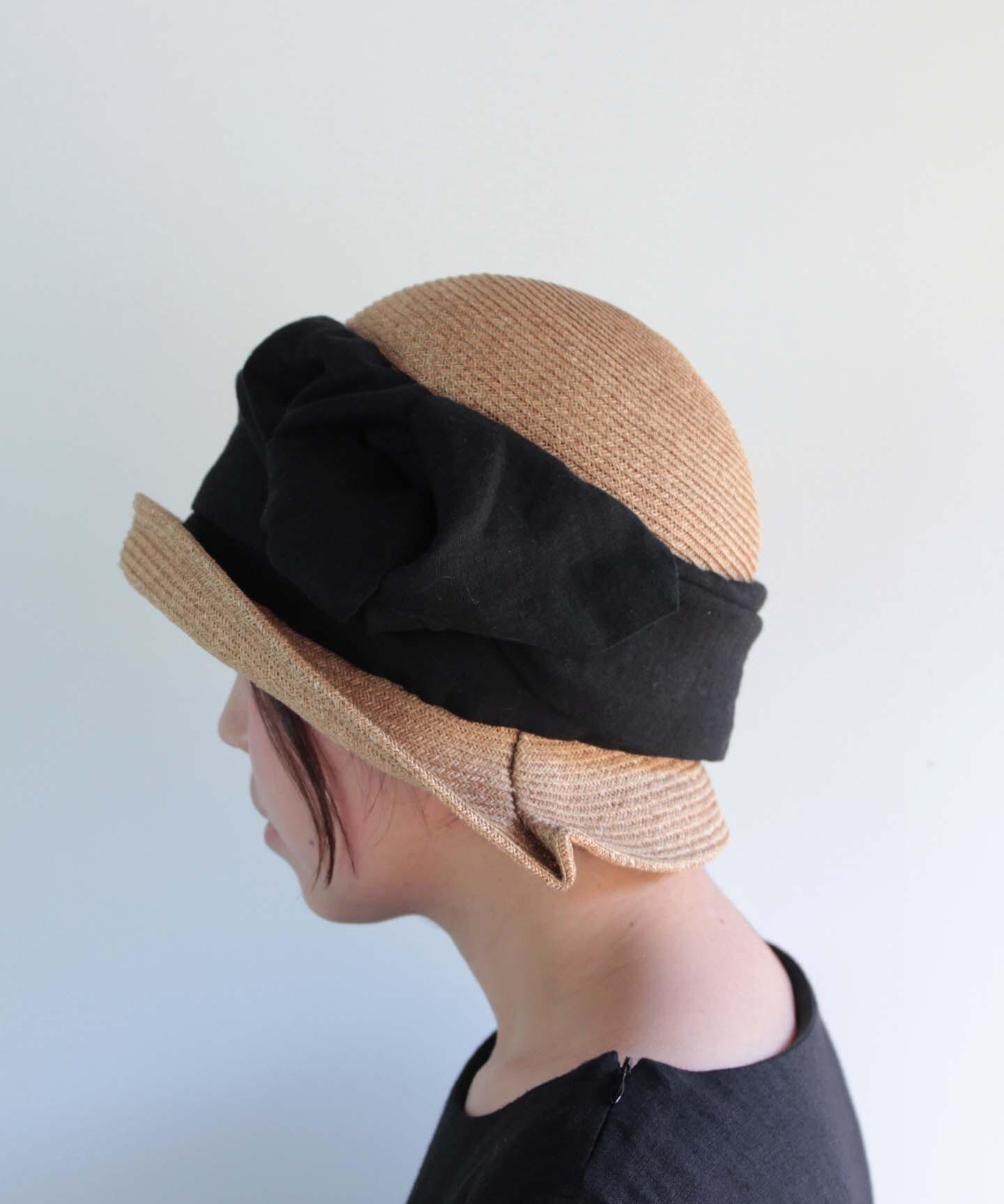 ベルギーリネン生地のリボンを巻いた帽子