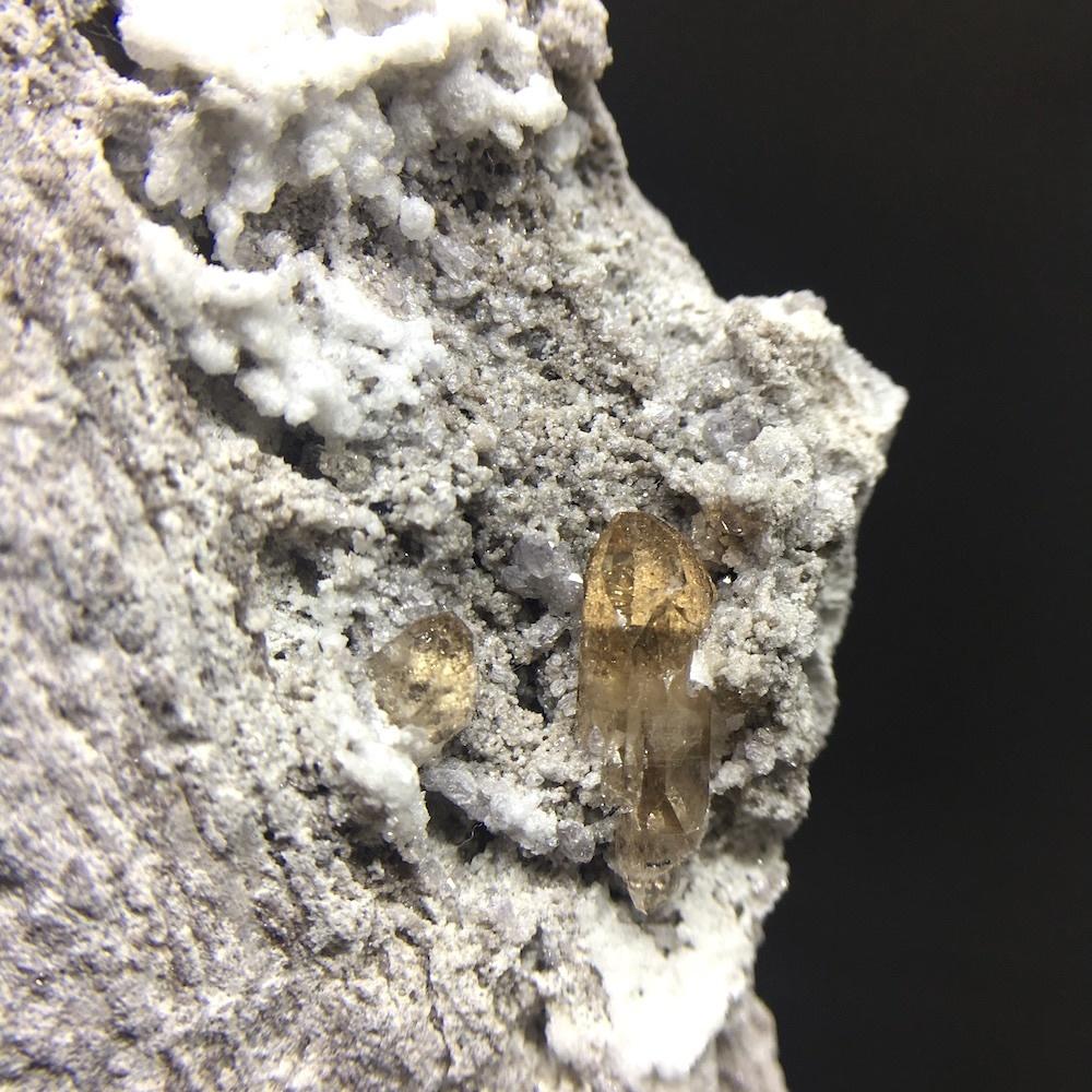トパーズ 母岩付き ユタ州産 黄玉 198.2g TZ005
