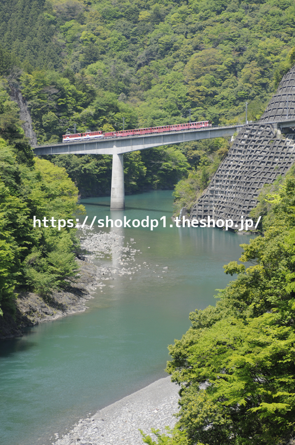 大井川鐵道井川線と山_dsc6592