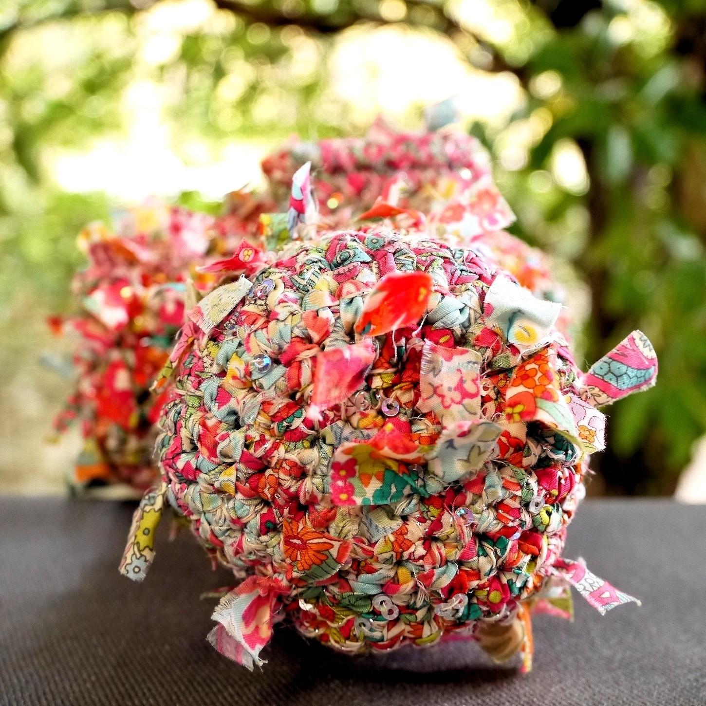 リバティ咲き編みカメラケース