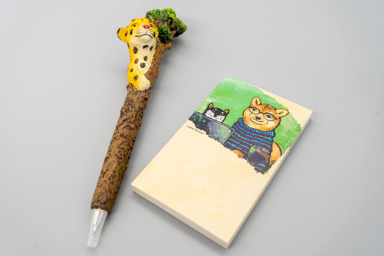 【卓上メモ】 柴犬アートディレクター ※書きやすい名刺サイズの付箋50枚※
