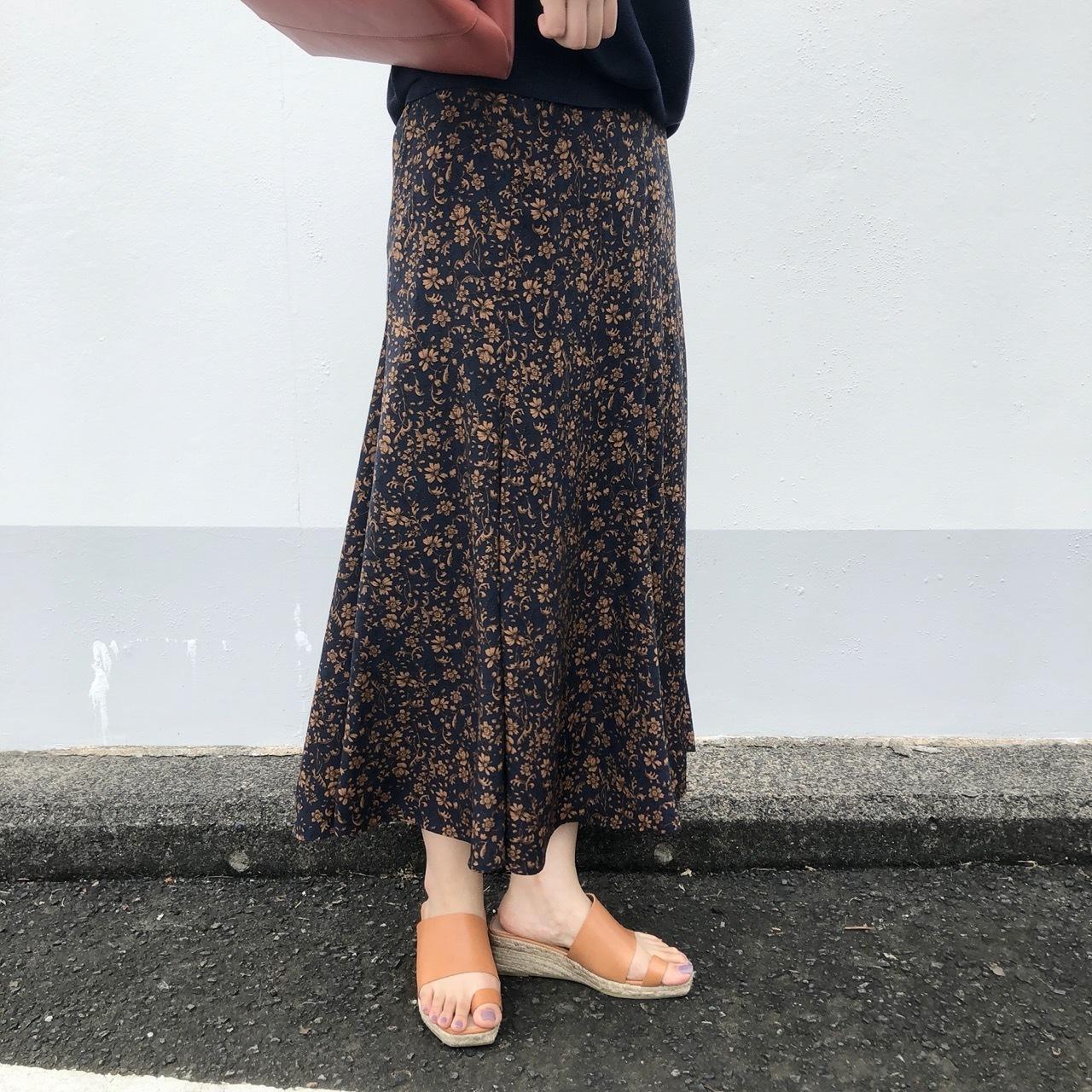 【 QTUME 】- 012-26201 - 花柄マーメイドスカート