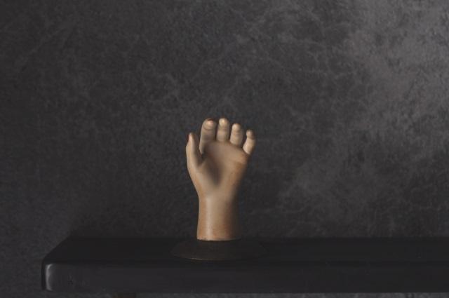 子供の手オブジェ