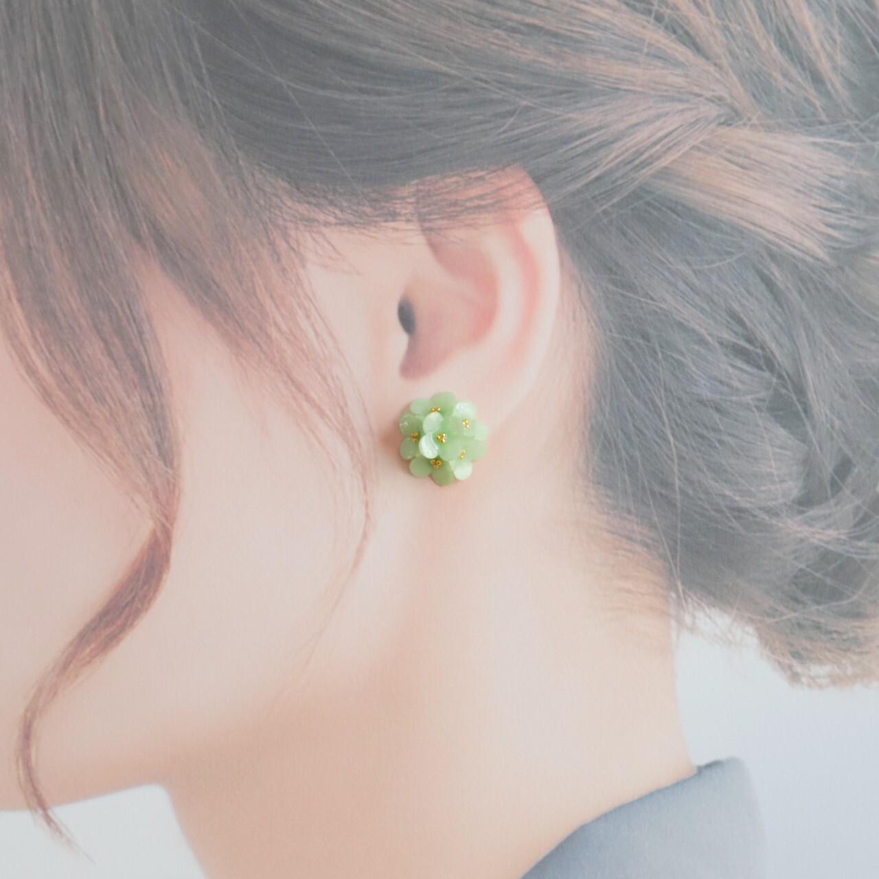 小花イヤリング・ピアス【グリーン】 春色・小さい花・緑・プレゼント・バレンタインに