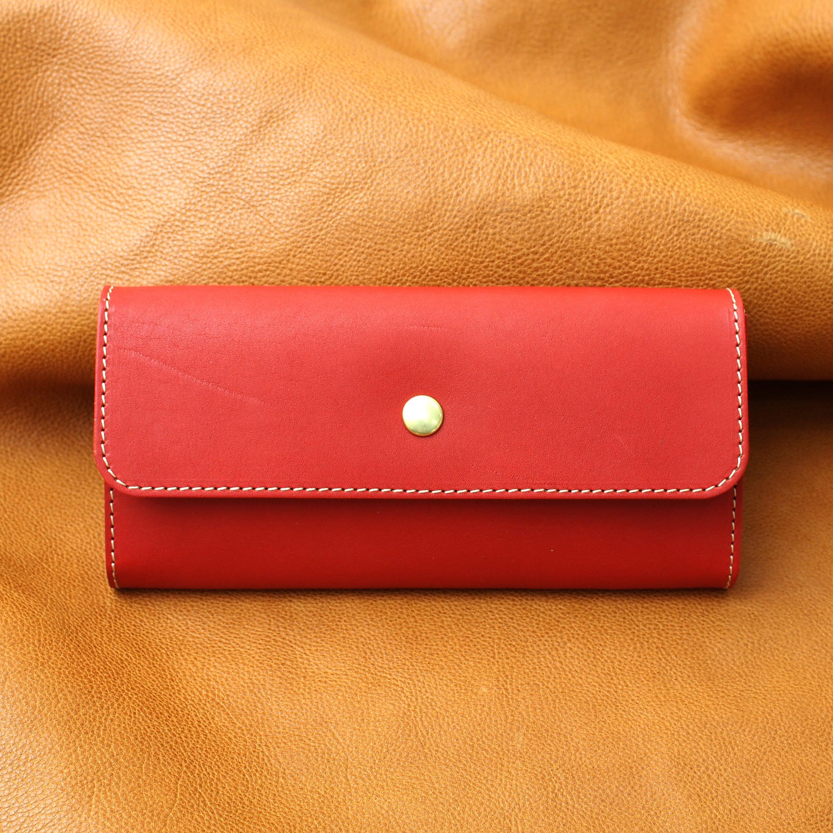 シンプルデザインなレッド長財布 牛本革三つ折り財布/Made in Japan
