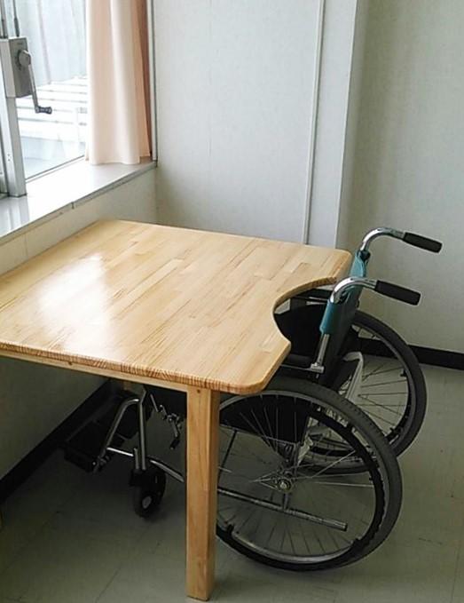 車いす専用テーブル(足つき)カットアウト