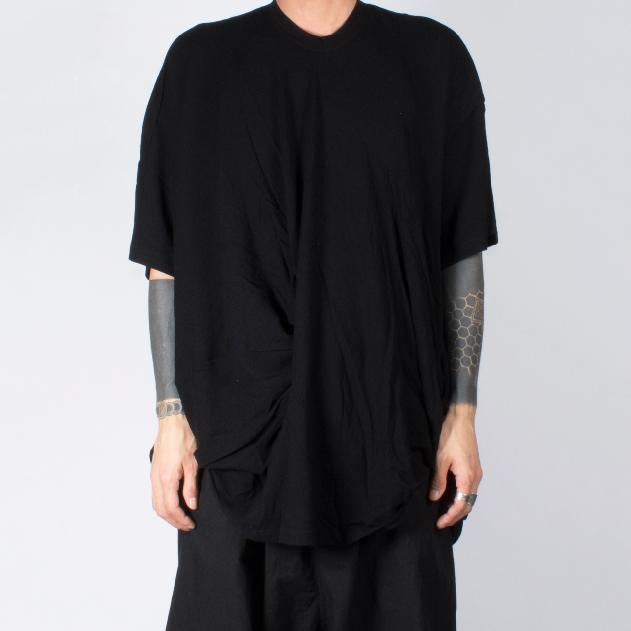 697CUM7-BLACK / フロントドレープ Tシャツ