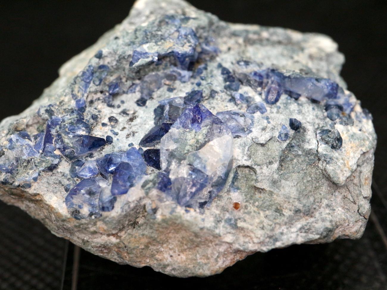ベニトアイト ベニト石  カリフォルニア産  31,2g BN042 鉱物 天然石 パワーストーン