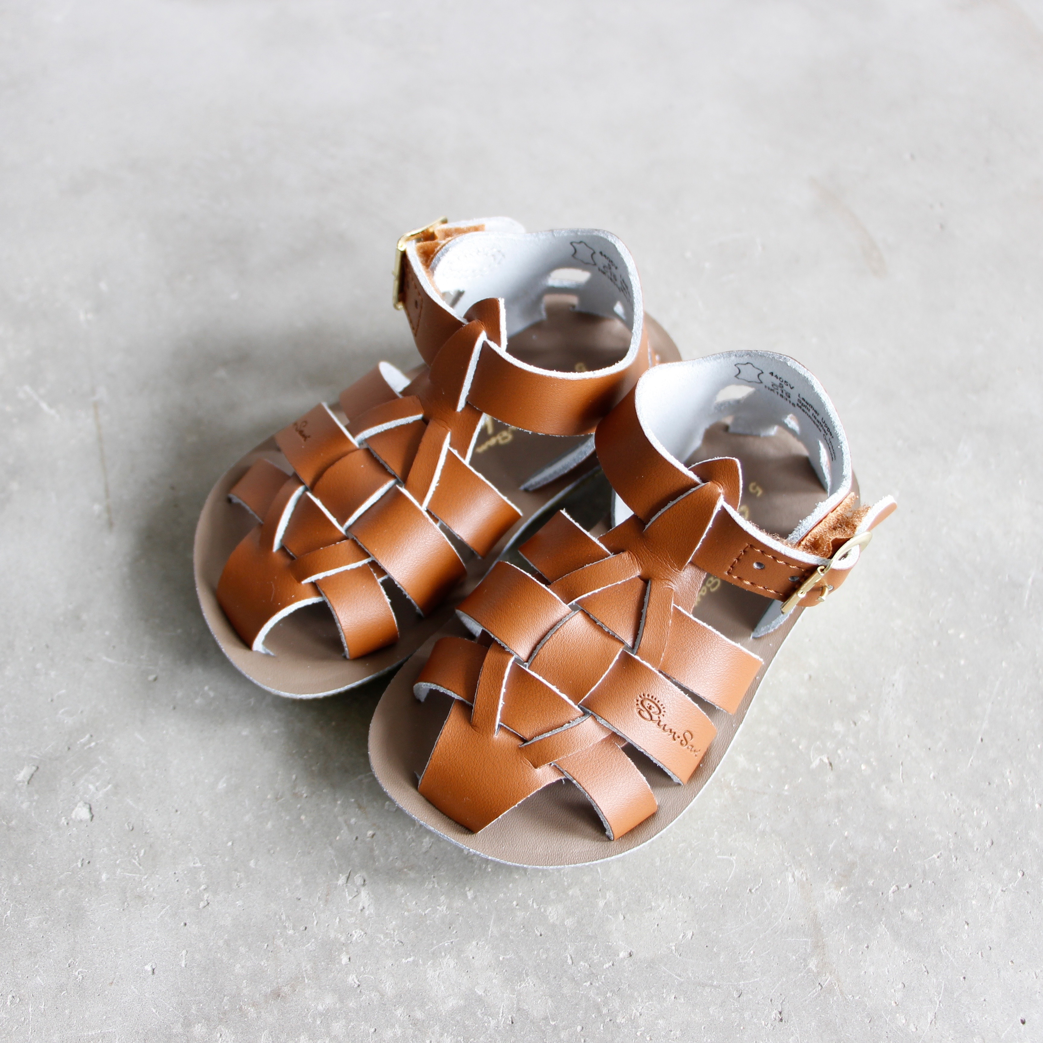 《SALTWATER SANDALS》Shark / tan / CH9-12