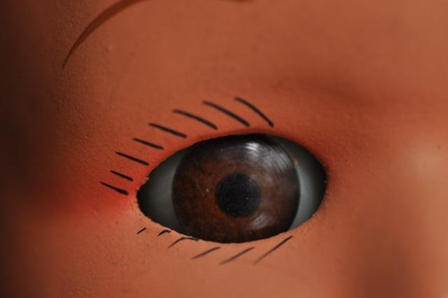 目の色の異なる双子のドールヘッド