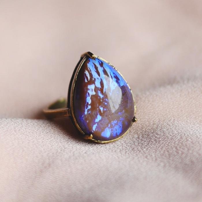 ドラゴンブレスガラス リング(指輪)アンティークゴールドトーン フリーサイズ 涙型 Vintage Ring