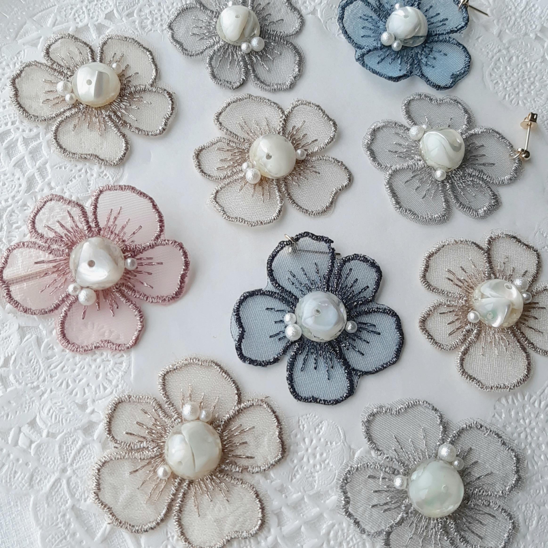 刺繍レースフラワーのピアス/イヤリング*ホワイト天然石*親子コーデ