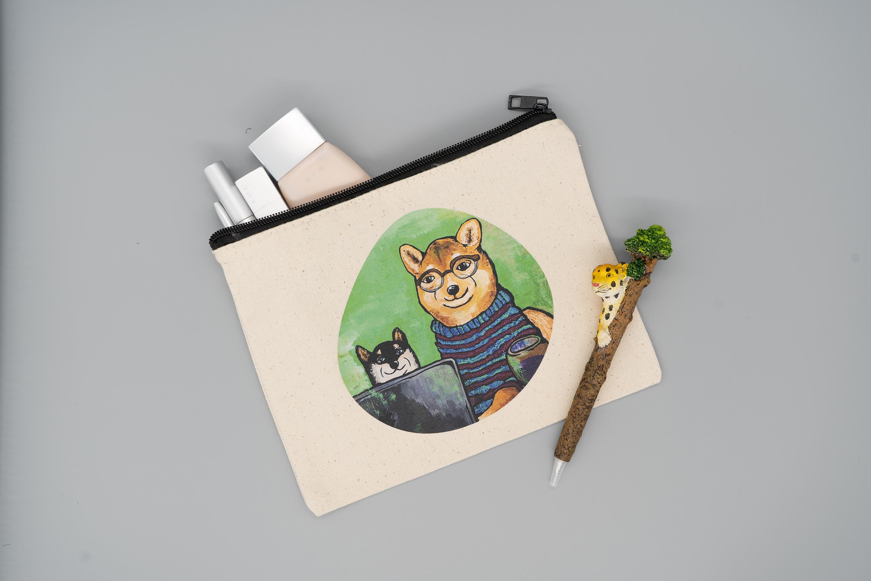 【キャンバスフラットポーチM】信頼できる Senior Art Director ※B6ノート・母子手帳の収納もできるサイズ※