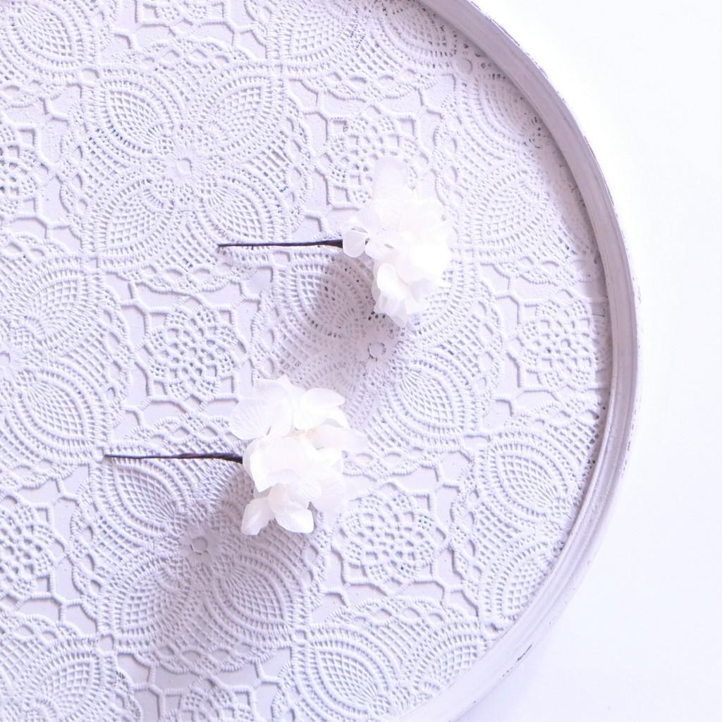 〖 ホワイト・ソフトアジサイのヘッドドレスパーツ2本 〗お好きなプリザ花材をカスタムメイドでお作り致します