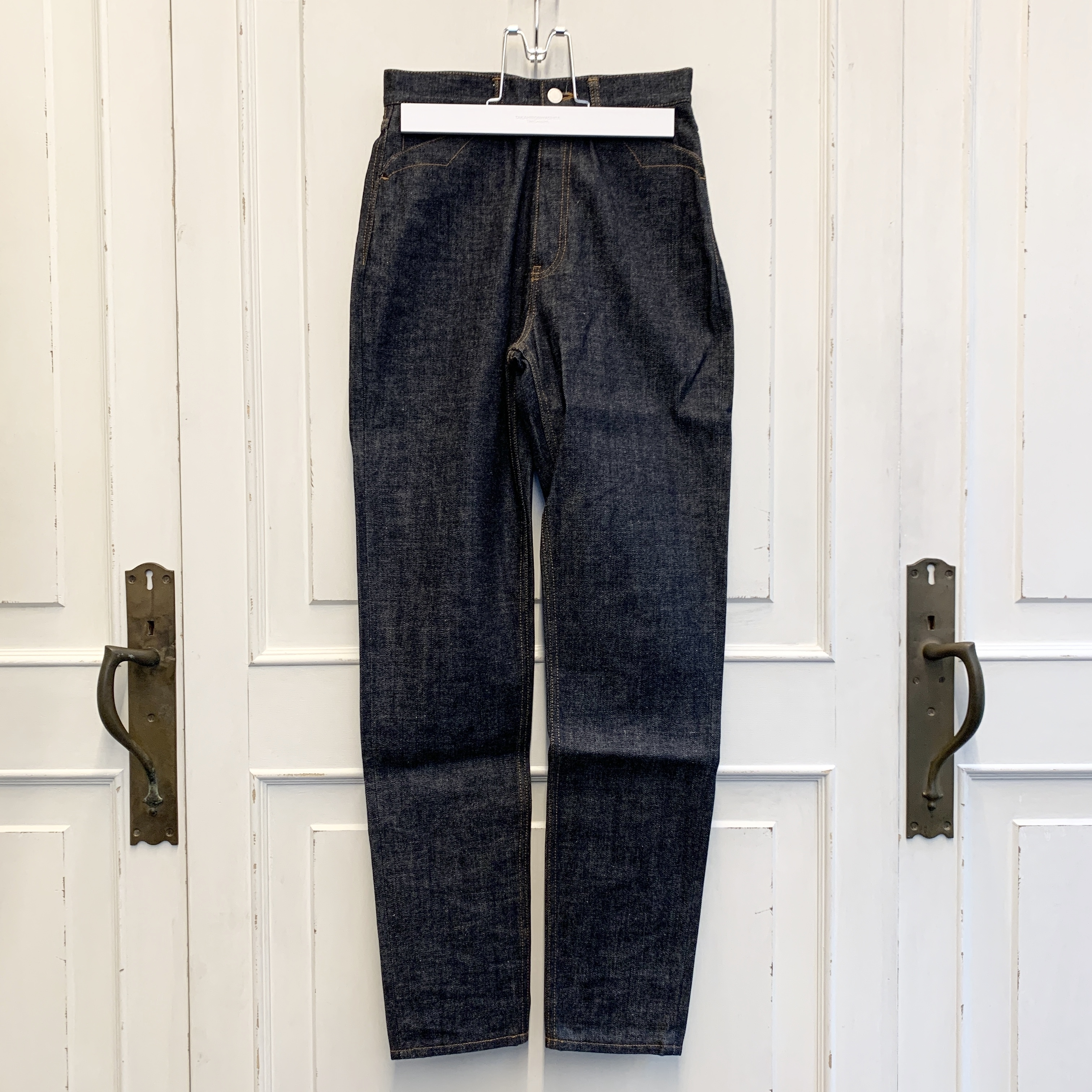 sd.0009 high waisted tapered jean.