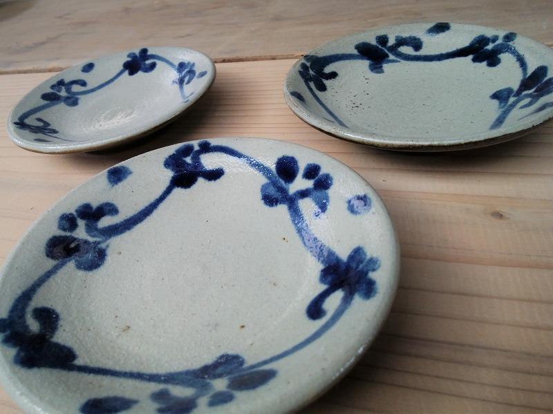 4寸皿 染付唐草花A(真ん中空き)【青陶舎】