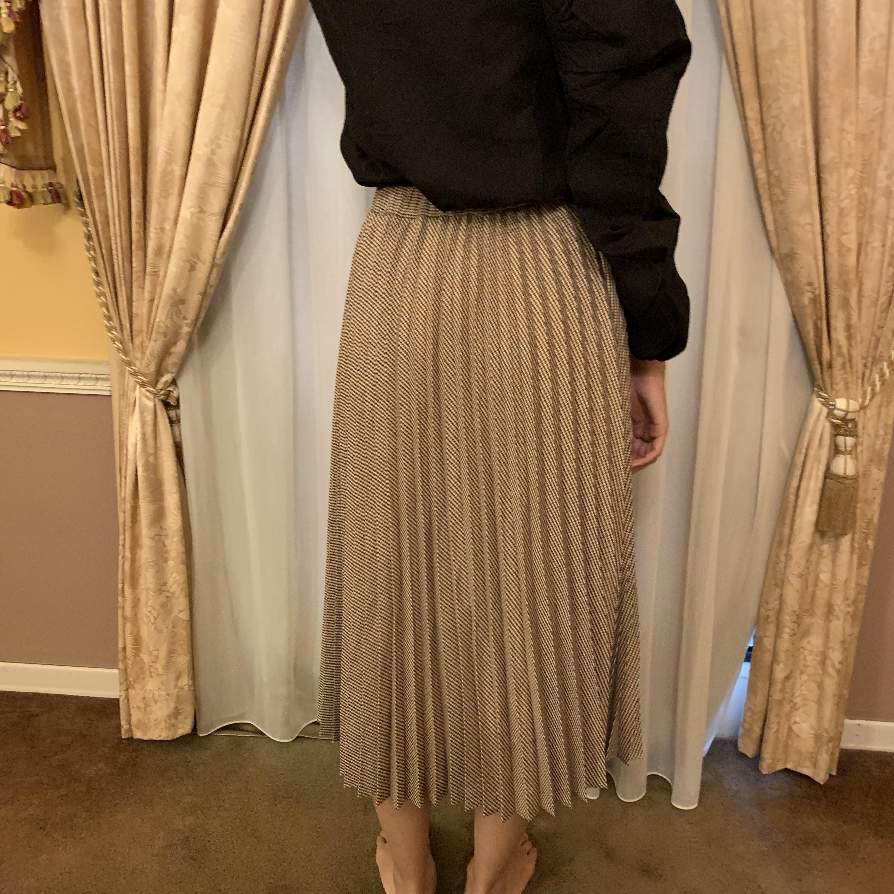 check pleats skirt