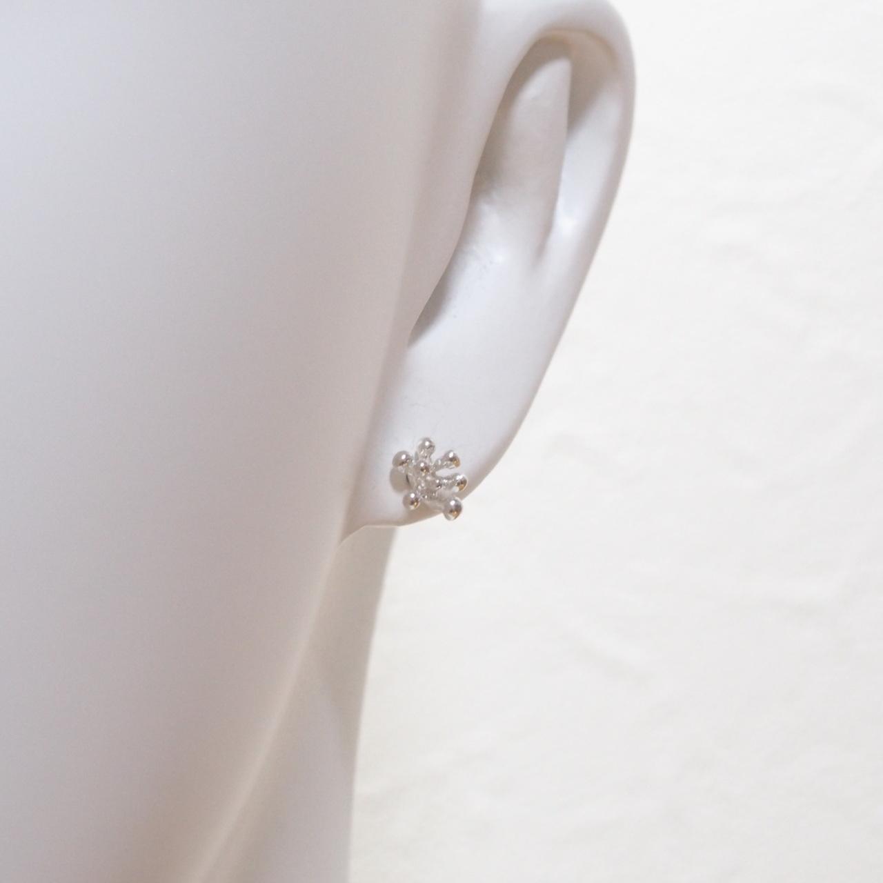 小さなつぶ花のピアス SP24