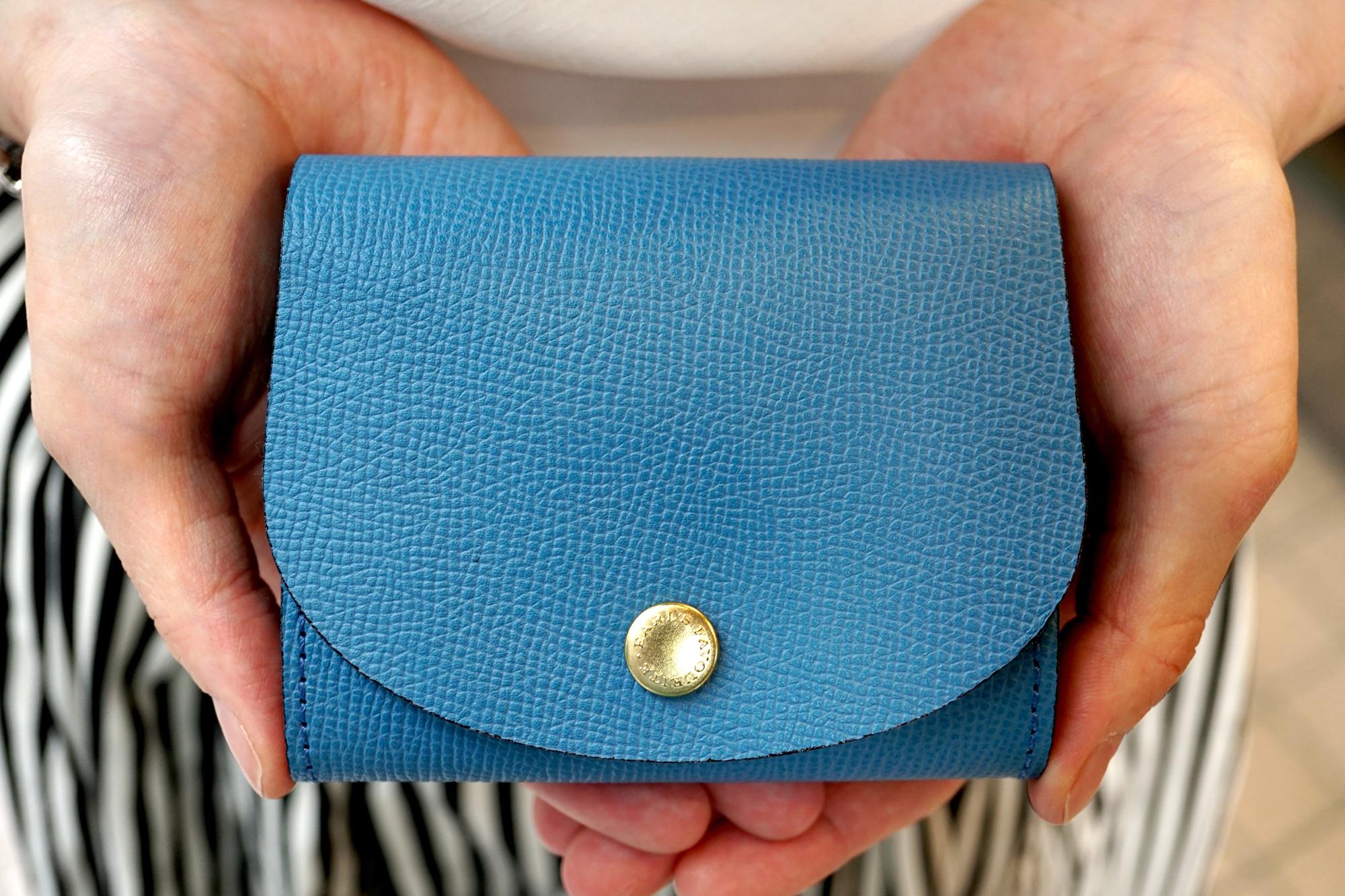 身軽にキメたい時のコンパクト財布|ぷっくり型・パーティーレザーターコイズ
