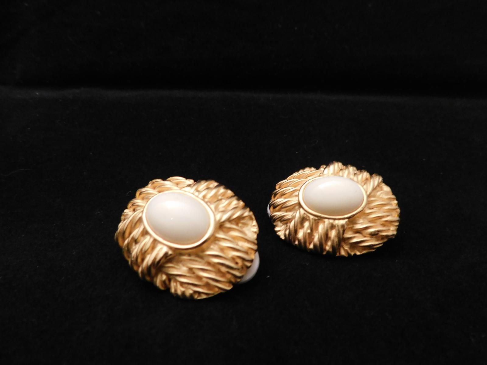 オフホワイト&ゴールドと色イヤリング(ビンテージ)  vintage earrings