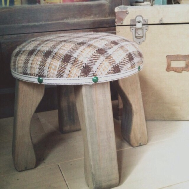 wood market 背の低い椅子 茶ネップ丸形
