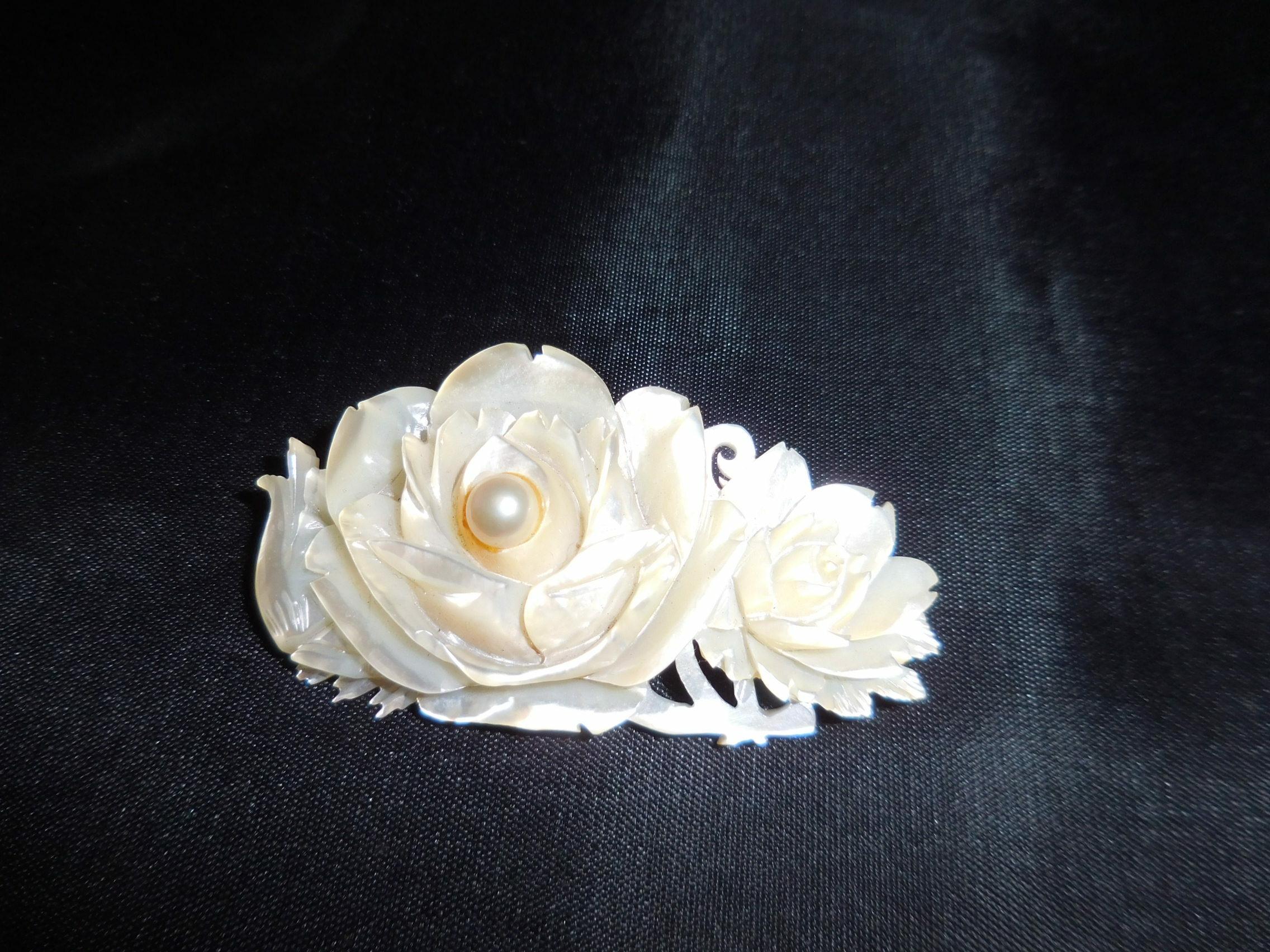 白蝶貝ブローチ(ビンテージ )vintage white shell brooch(made in Japan)