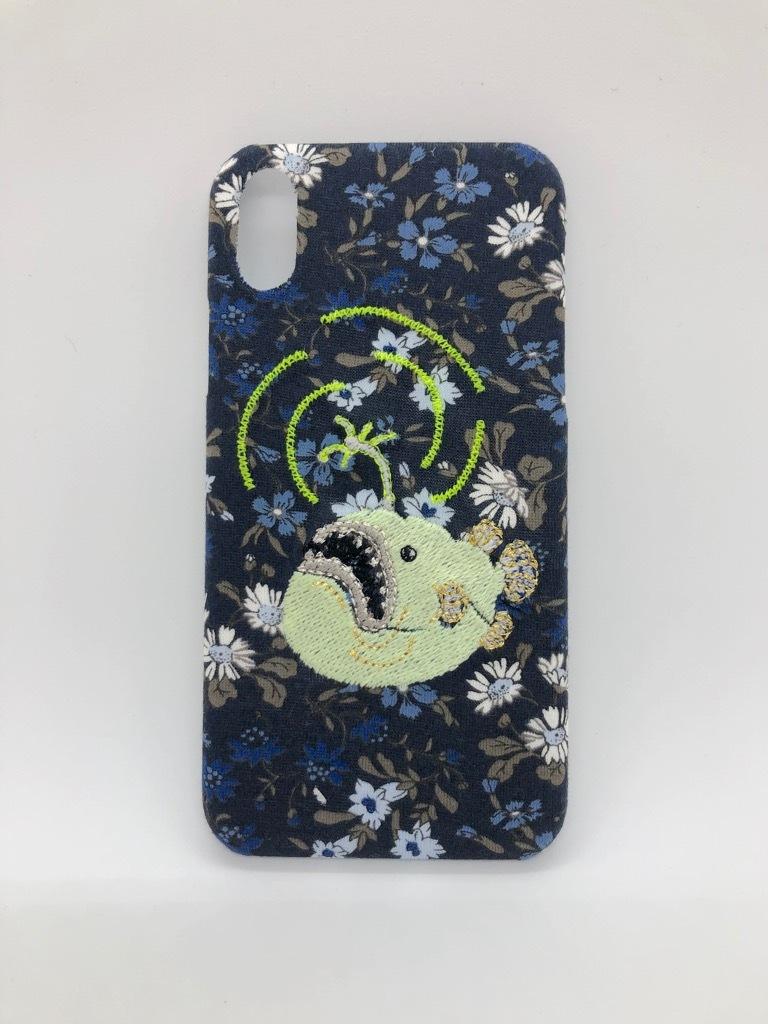 【在庫あり即納品】【iPhoneX/Xs専用】光る刺繍iPhoneケース チョウチンアンコウ グリーン【深海シリーズリバティプリント】