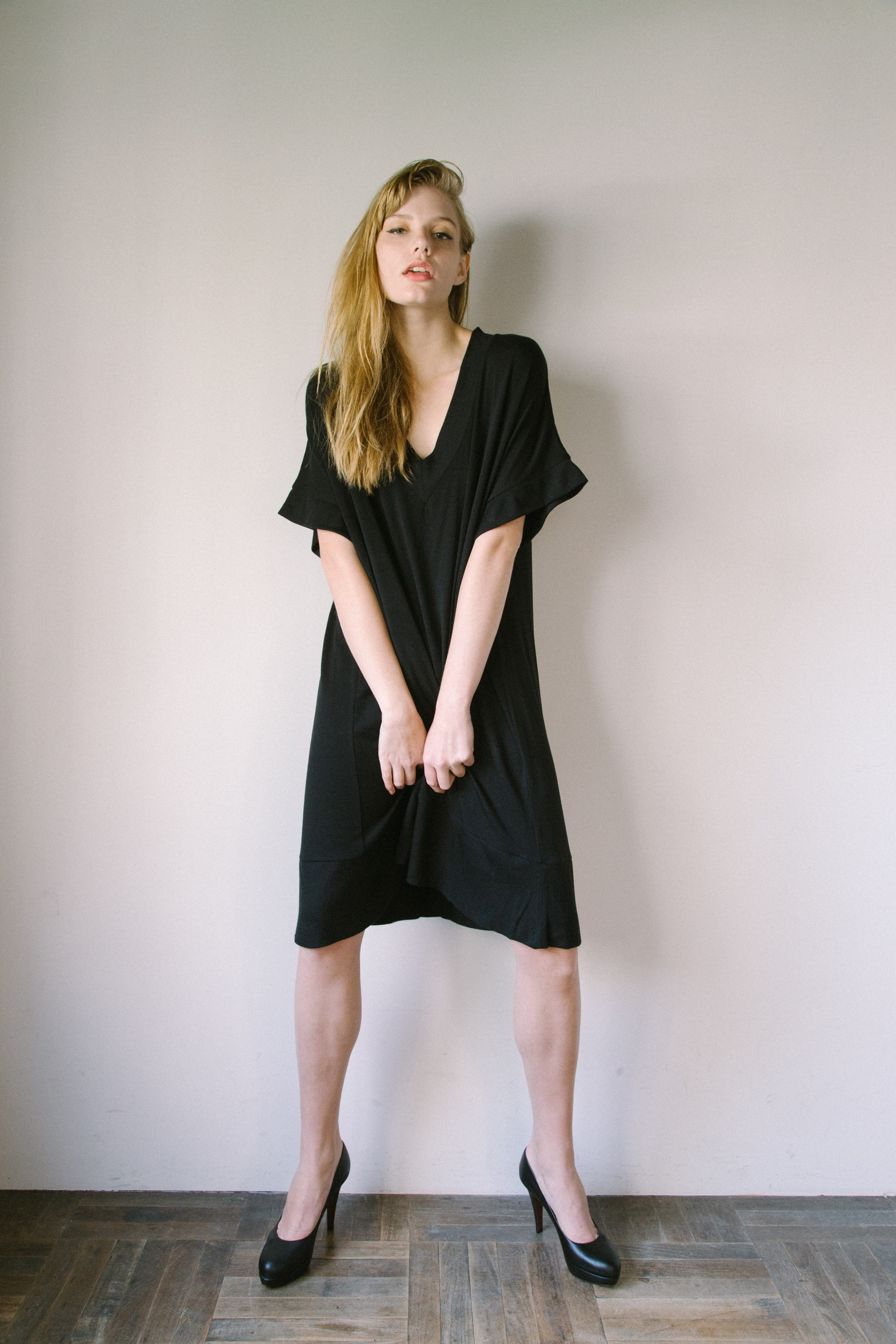 df17AW-01 V NECK LIB ONE PIECE (black)