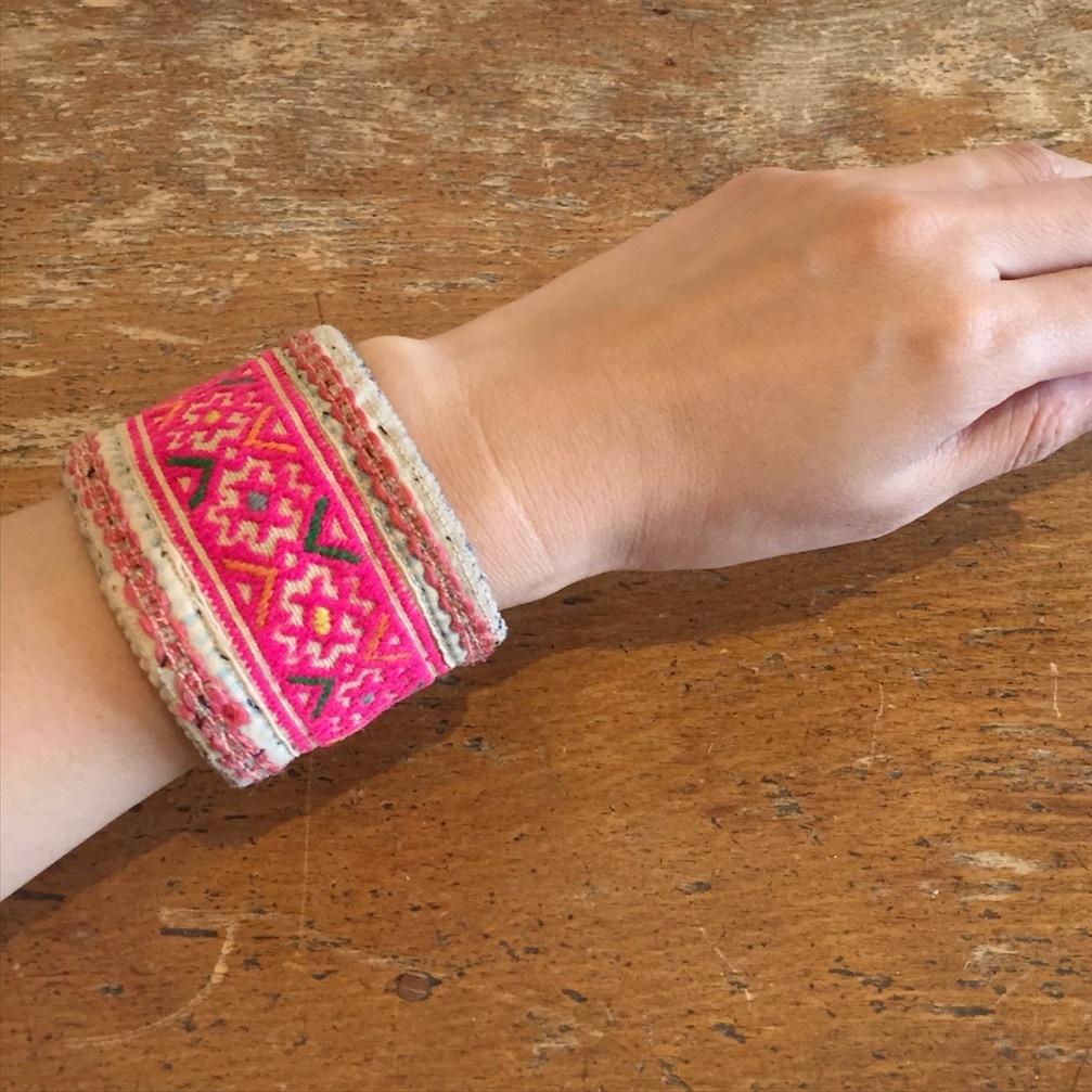 刺繍バングル