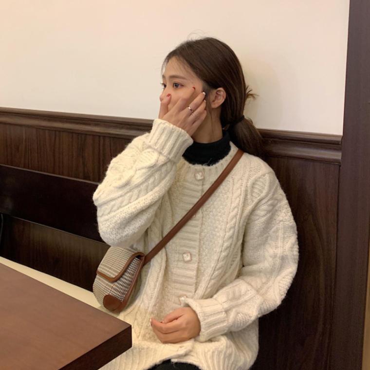 【送料無料】 大人かわいい♡ ラウンドネック ケーブル編み ニット カーディガン ビジューボタン レトロ ガーリー