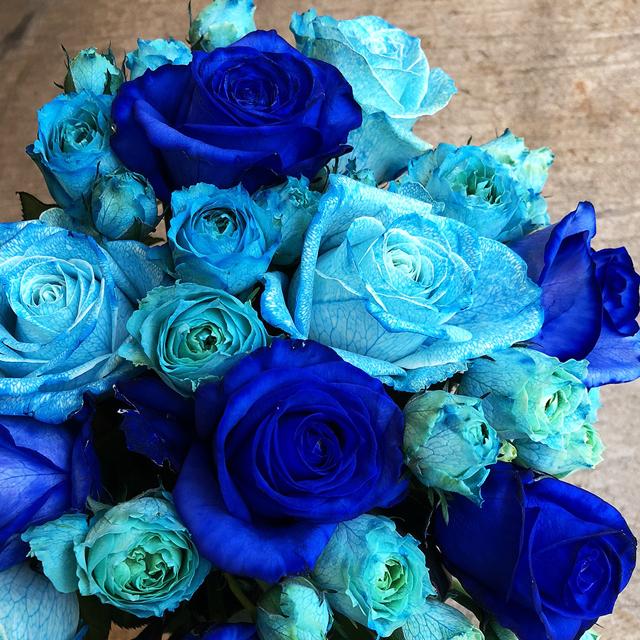 【青いバラの花束】ブルーローズブーケギフト Mサイズ(到着指定日5日前受付)