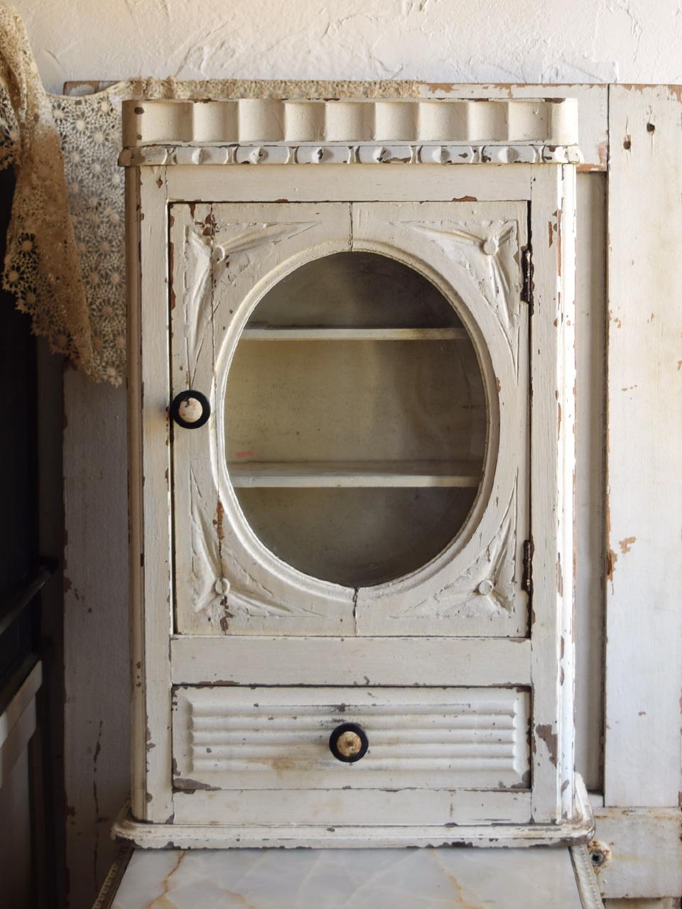 壁付 丸形ガラスキャビネット オフホワイト シャビー 収納棚