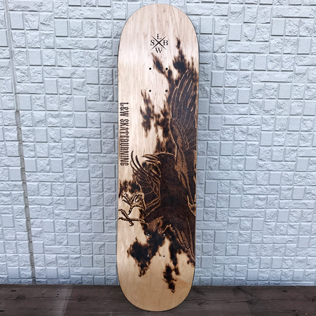 Burning skateboard 八咫烏