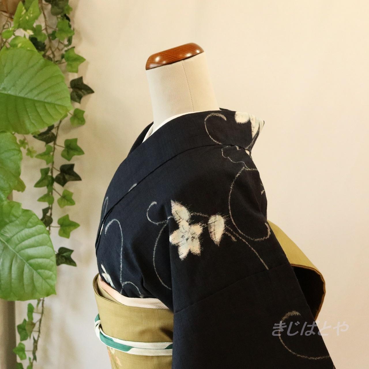 正絹紬 濃紺に白花の総柄小紋 袷