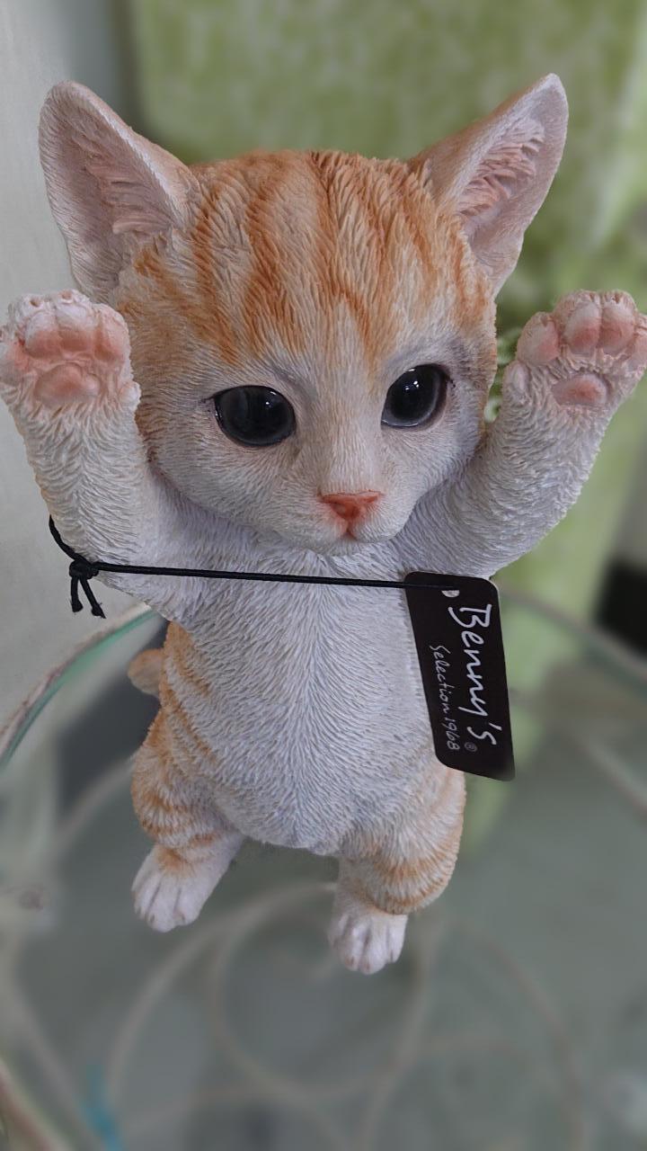 【猫の置き物】バンザイ!茶トラ・子猫