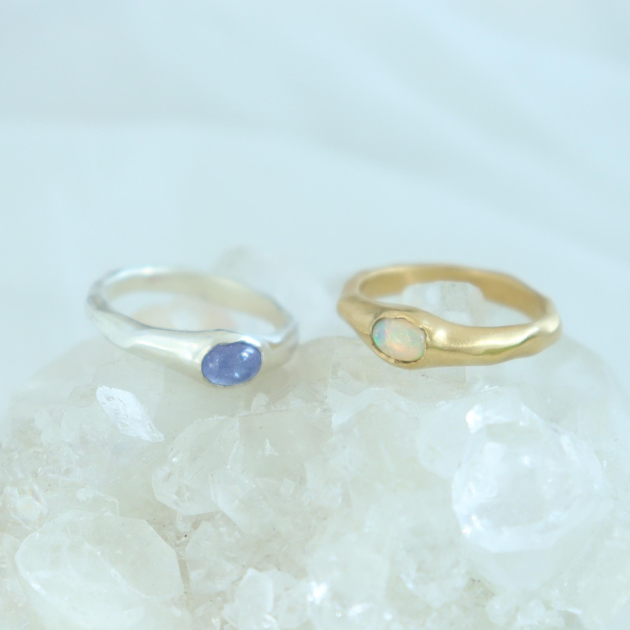 Ring / Oval gem ( Blue or Opal )