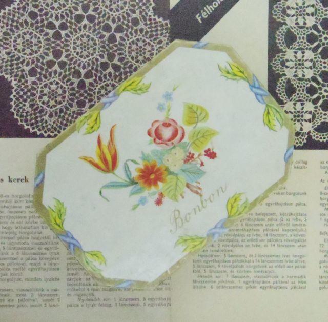 紙の箱::: チョコレートボンボンの入っていたお花模様の箱