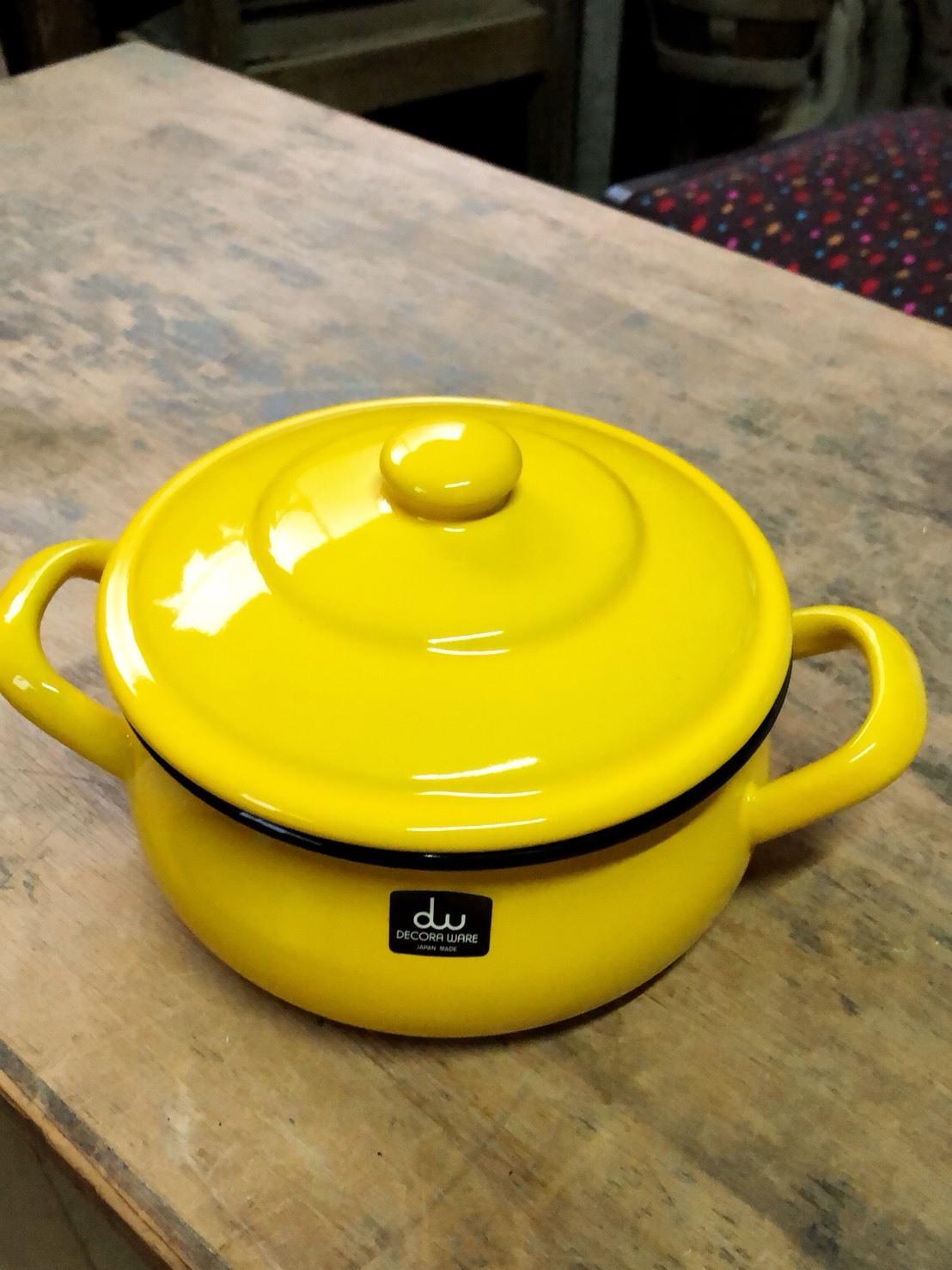 デコラウェア  黄色の両手鍋  小ぶりだよ。