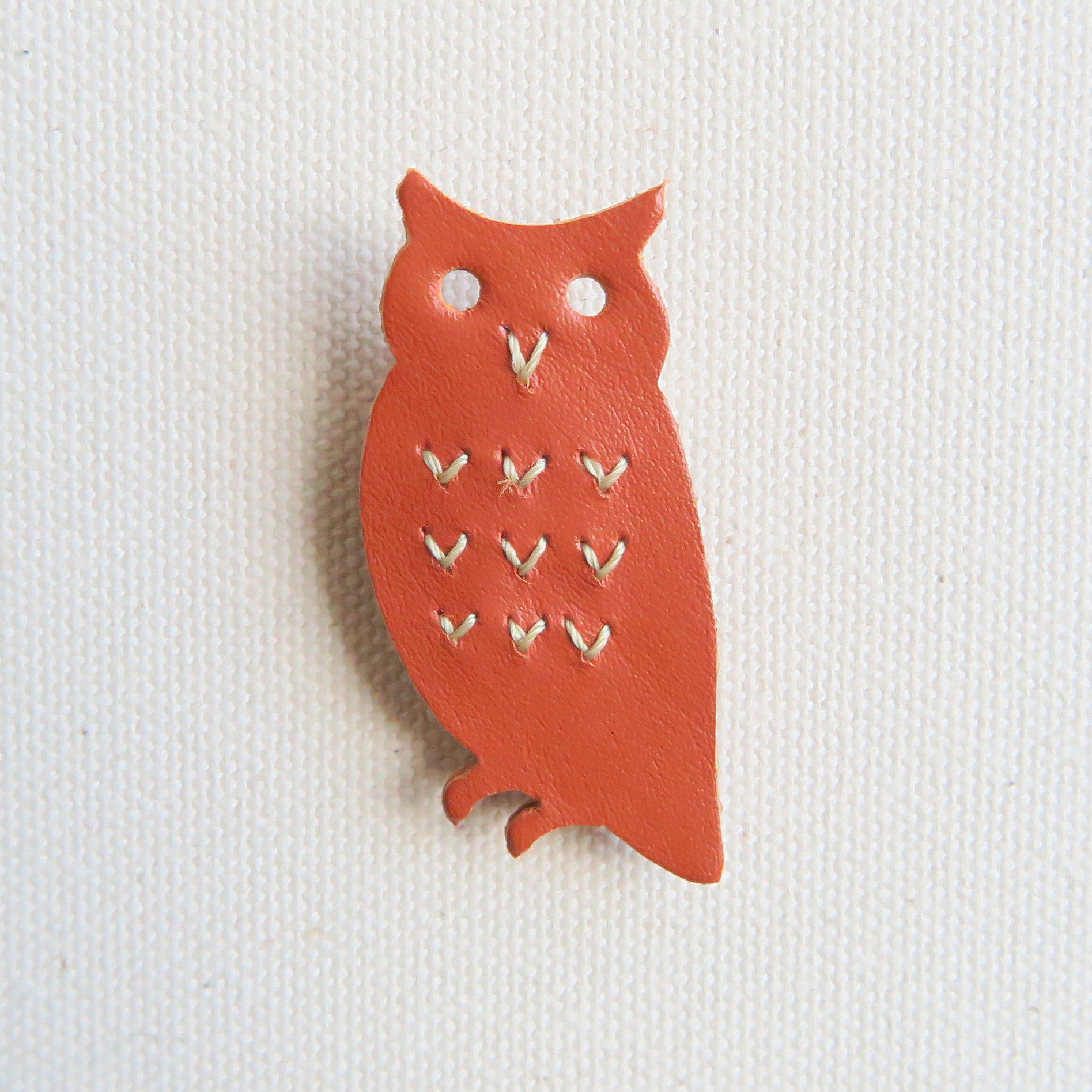 Leather brooch owl R.BROWN