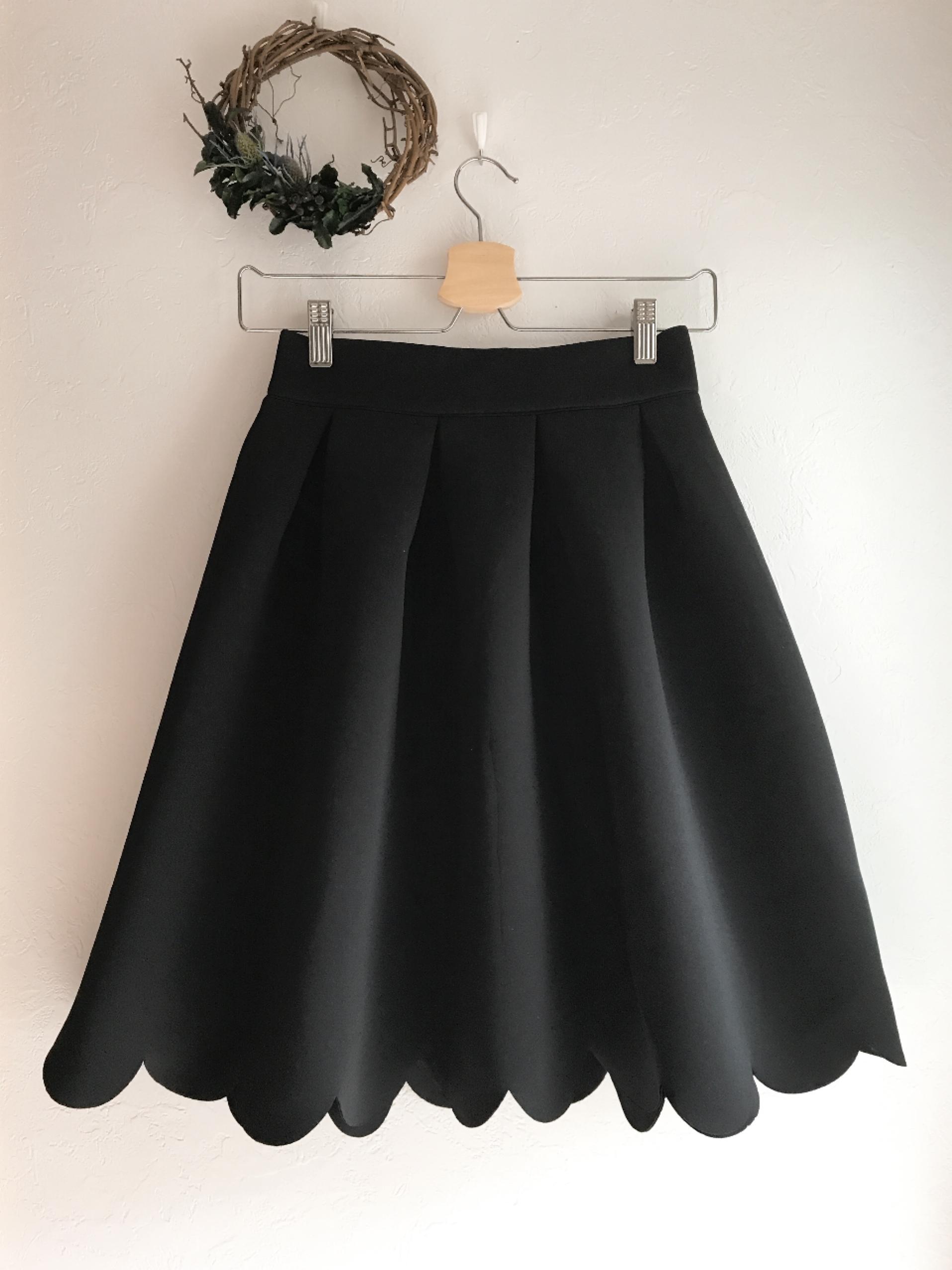 スカラップカットのふんわりボンディングスカート ブラック