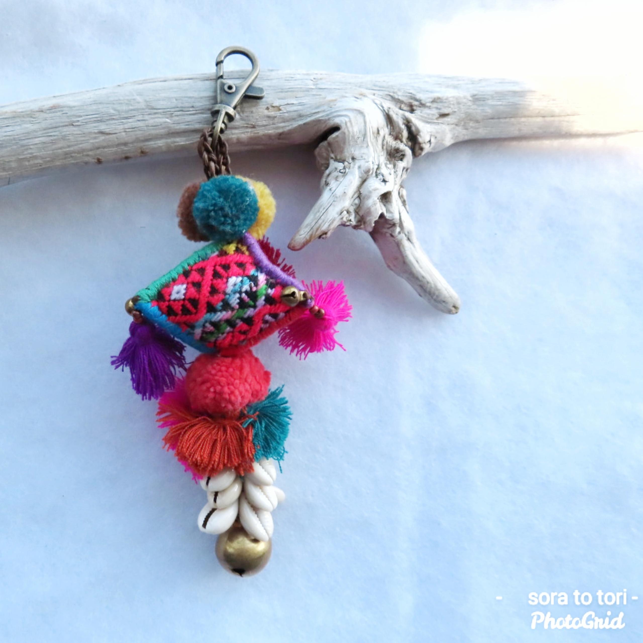 チェンマイ 刺繍古布のタッセルつきキーホルダー