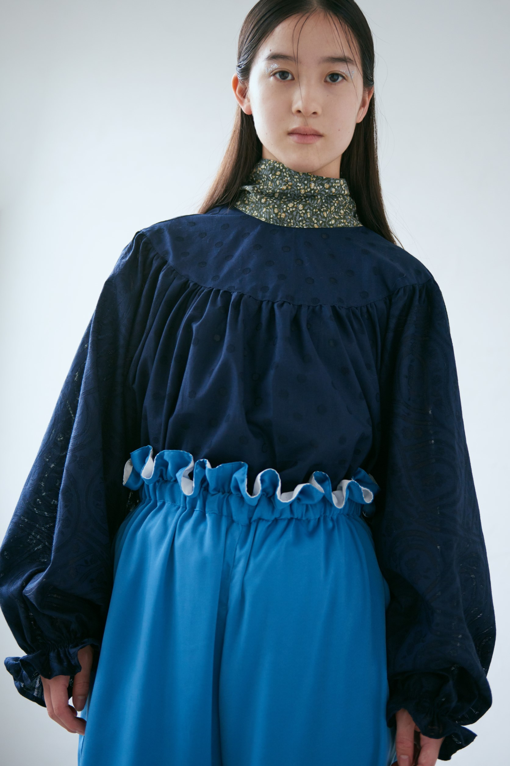 18AW back ribbon gather blouse〈Dark blue〉
