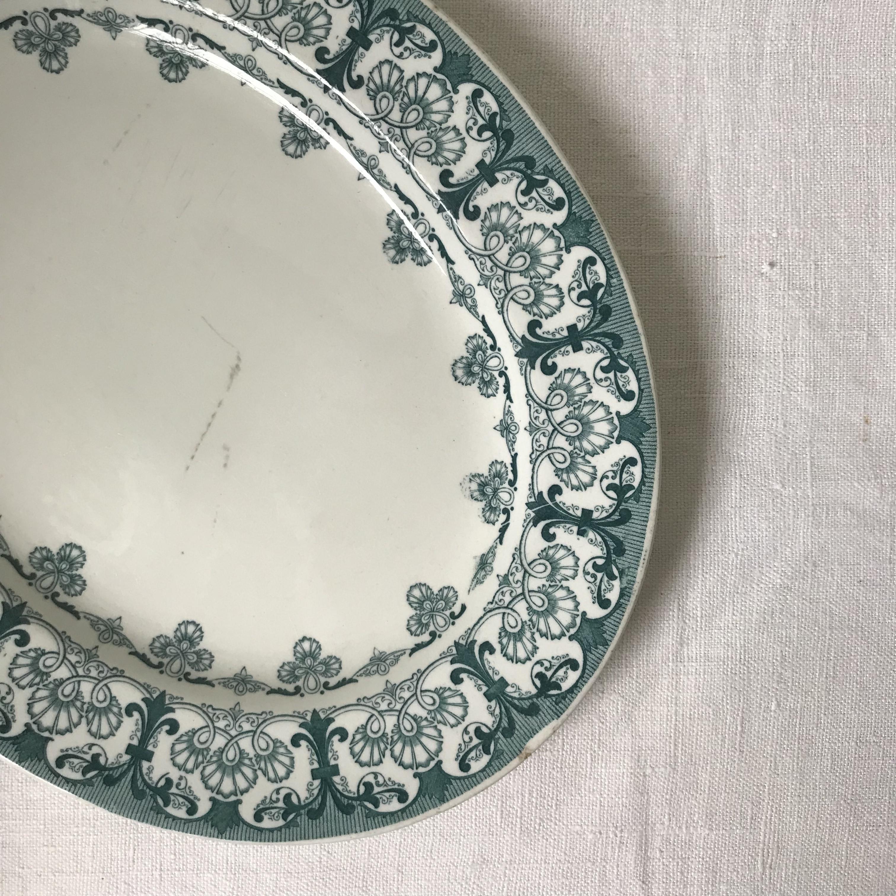 紋章入りの大皿