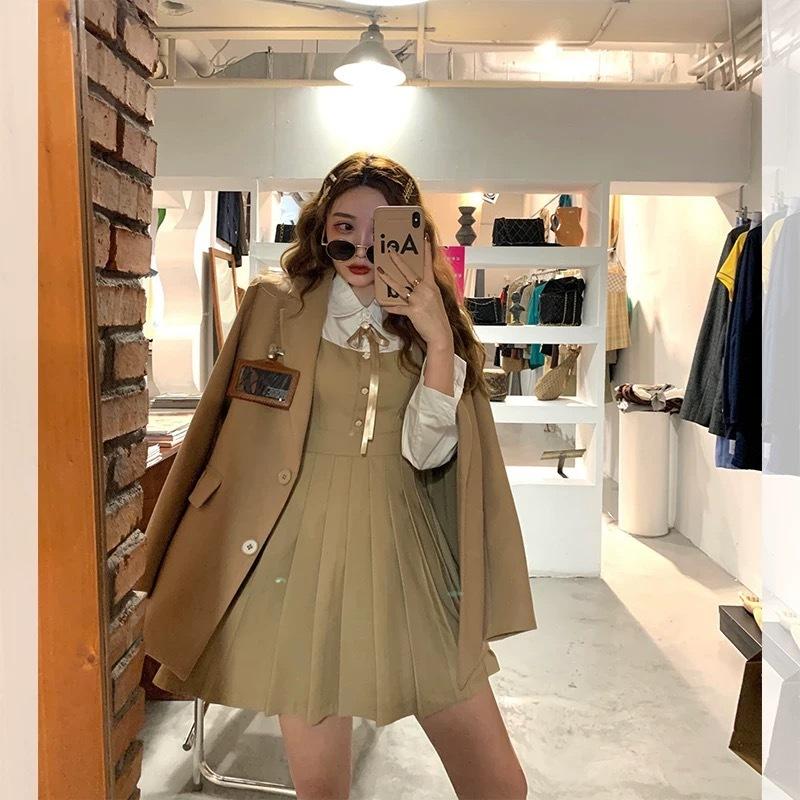 label pocket brown jacket