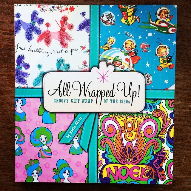 デザインの本「All Wrapped Up!: Groovy Gift Wrap of the 1960s」 - 画像1