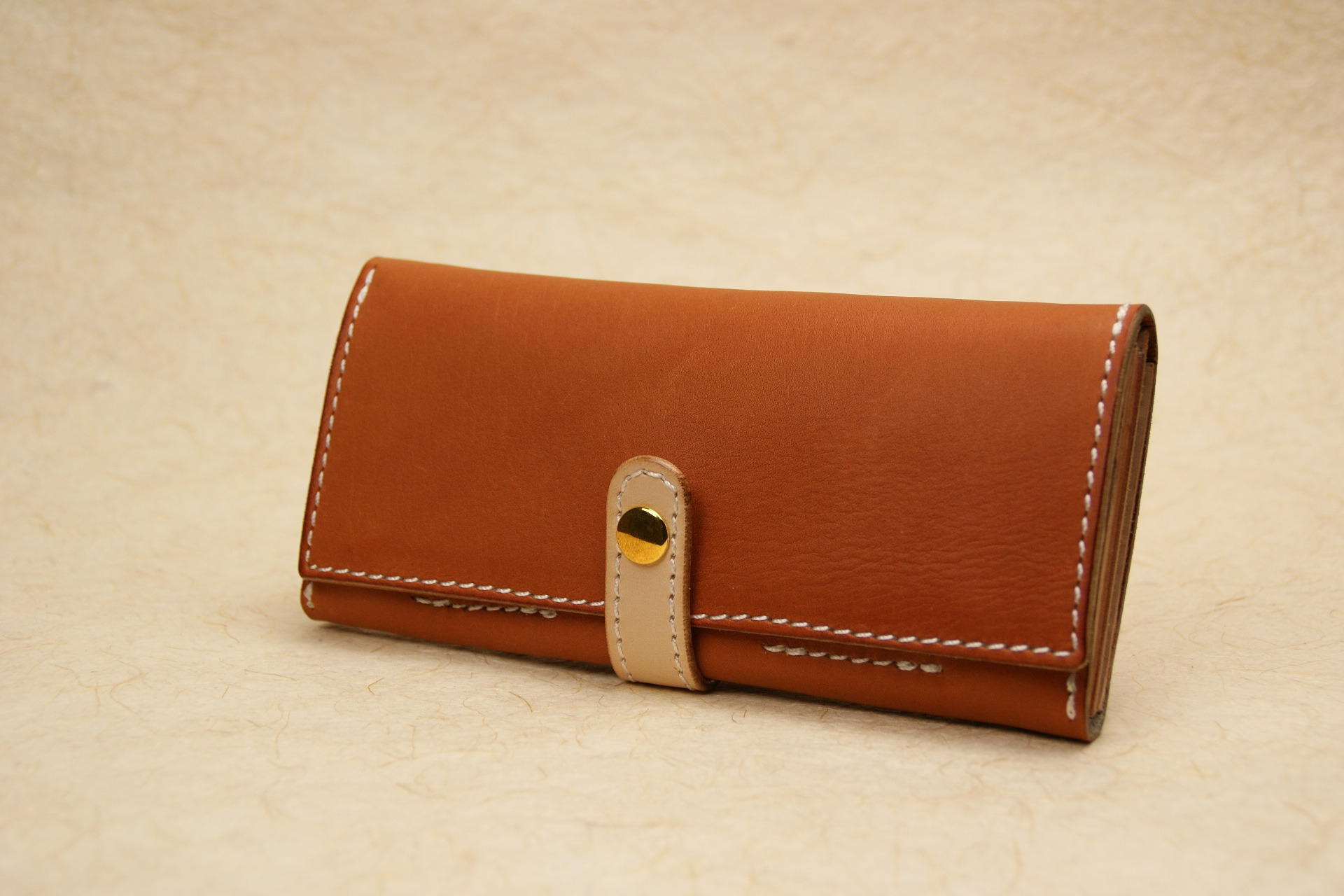 スリムな長財布 茶 牛革グローブ Leather wallet