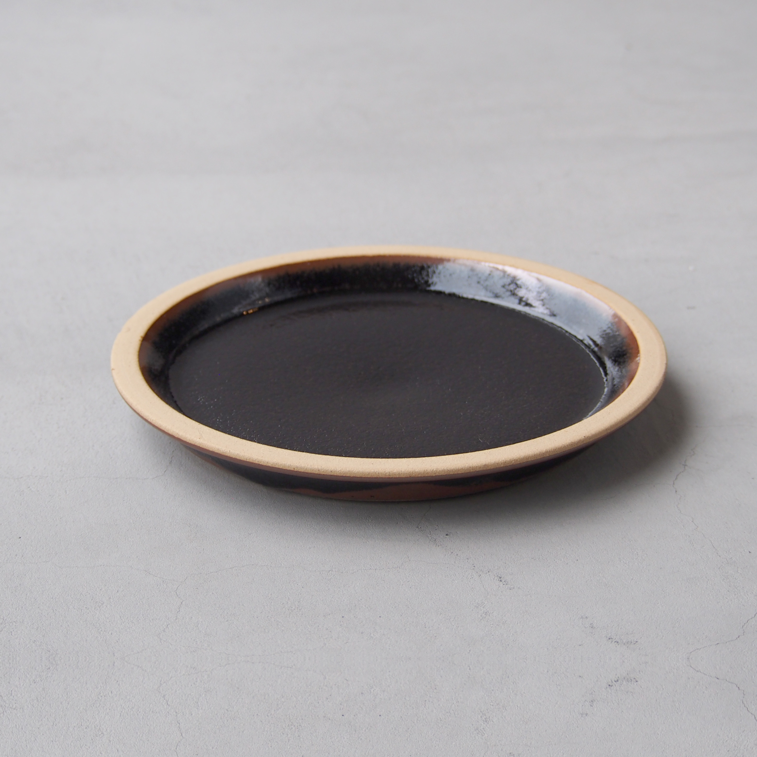 出西窯 モーニングプレート7寸 黒