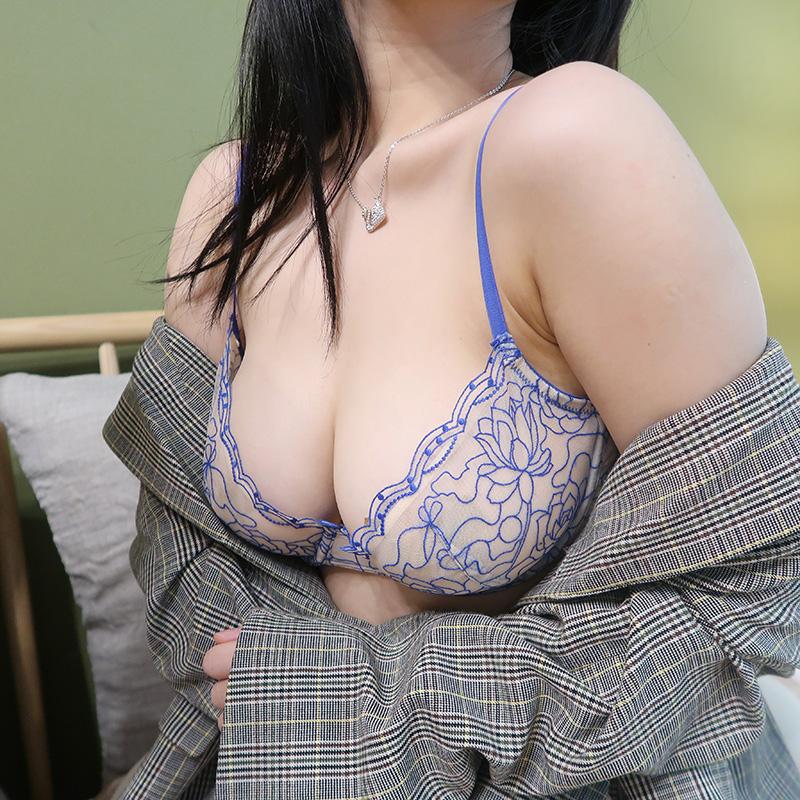 (A-Dカップ)【下着セット】セクシー透かし彫り刺繍ブラ&ショーツセット27779554