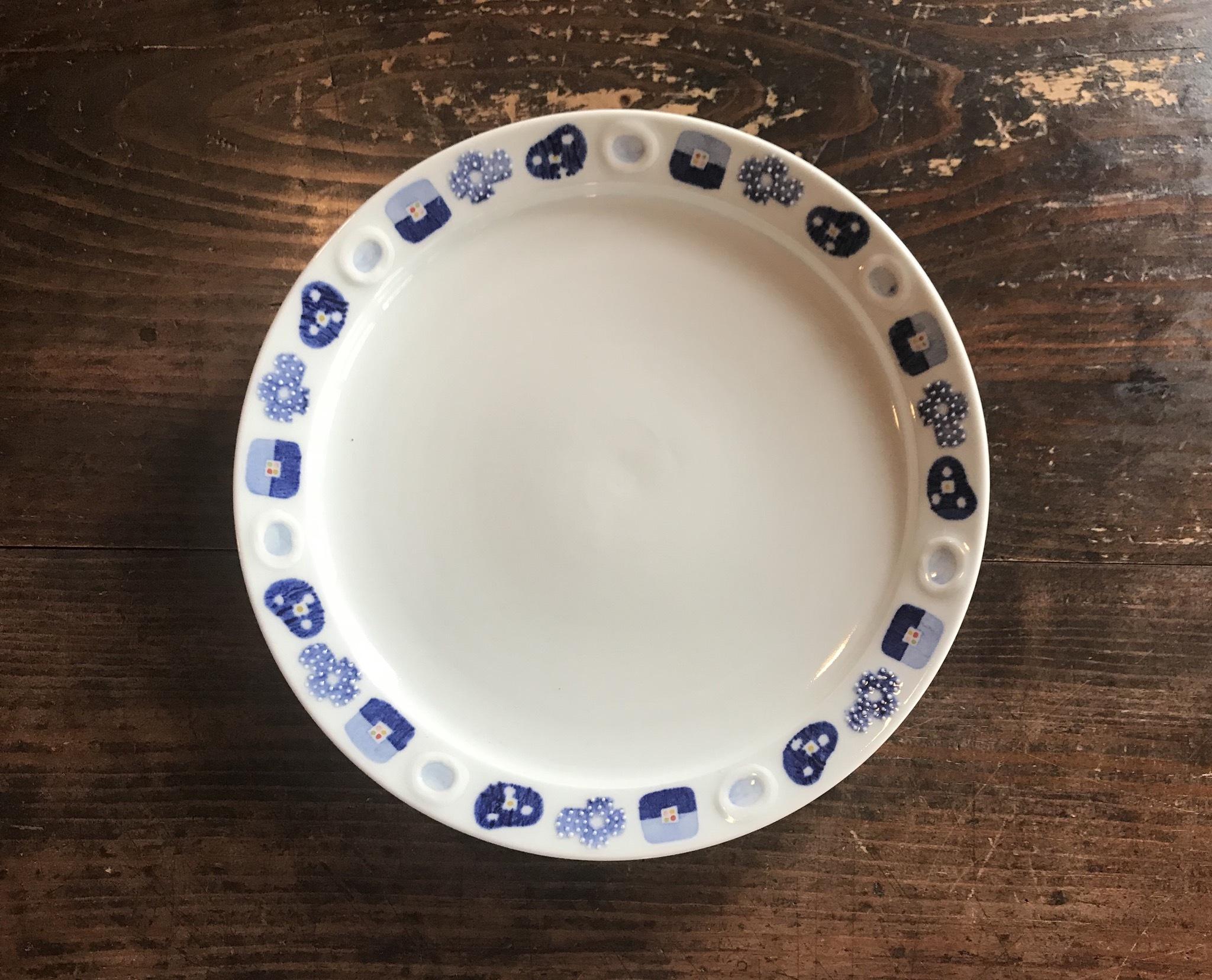 砥部焼 皐月窯 8寸リム付皿 花